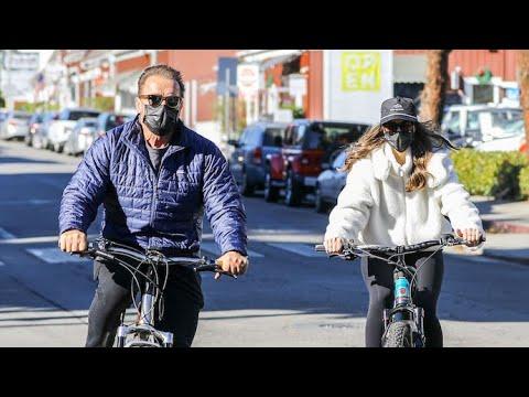 Arnold Schwarzenegger Bikes Through Santa Monica With ...